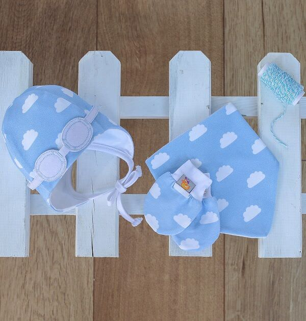 newborn matching gift set, blue cloud bib, globes and mittens