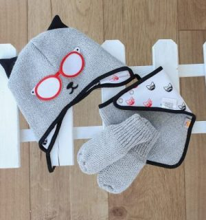 matching knitted baby gift set in grey and black. Cat Themed - red glasses