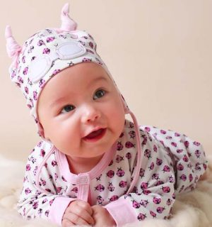 Baby Gift Set of Beanie Hat and Bodysuit – Pink Ladybug