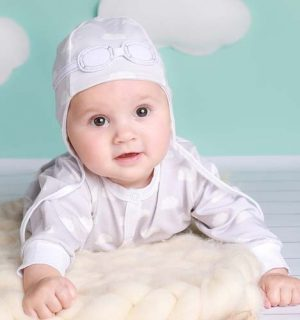 Unisex Baby Gift Set of Pilot Hat and Bodysuit – Grey Clouds