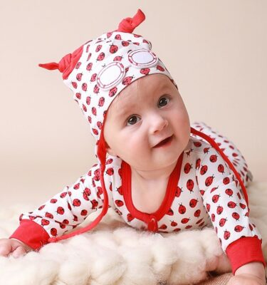 baby shower presents-gender neutral gift sets-baby hats-baby clothing-unisex baby gift